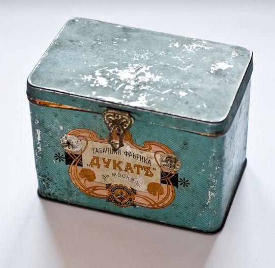 Коробка упаковочная с откидной крышкой, из-под табака фабрики «Дукат». 1896 г.