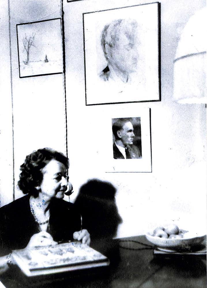 Фотокопия. Булгакова Елена Сергеевна. С фото 1960-х гг.