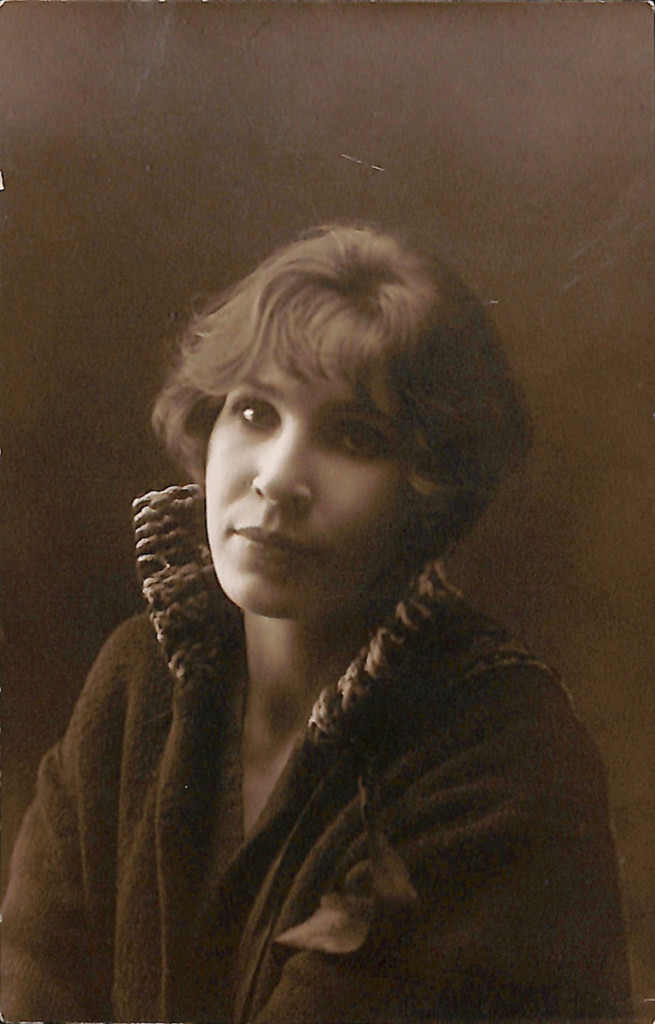 Фотография. Гайдовская Валентина Константиновна [1920-е гг.]