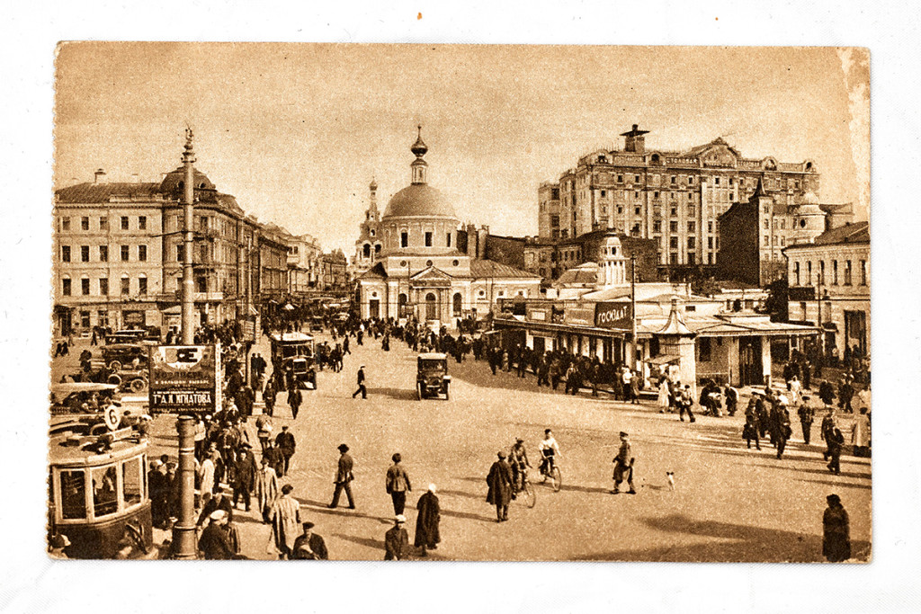 Почтовая карточка. Москва, вид на Страстную площадь, Страстной монастырь и дом Нирнзее. 1926 г.