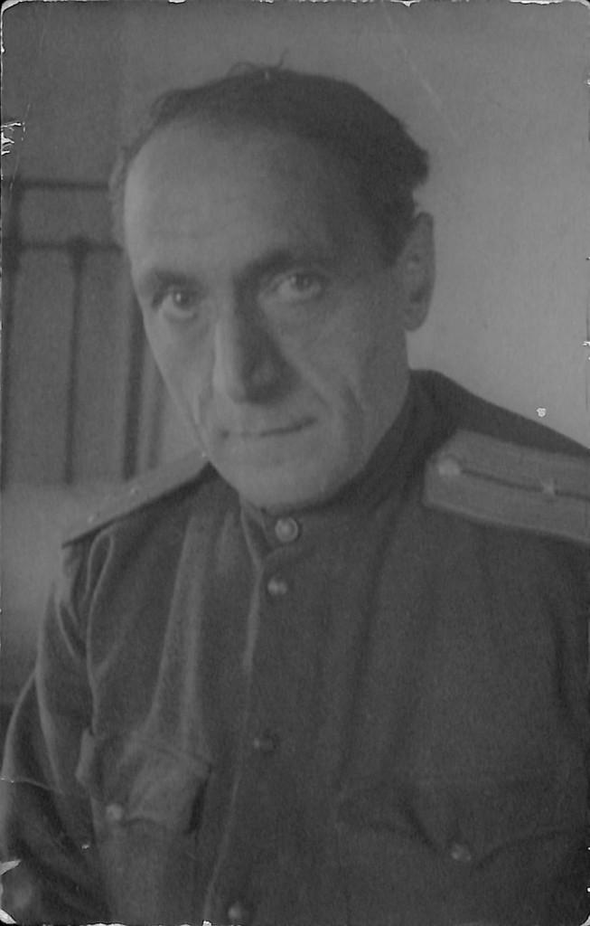 Фотография. Стонов Дмитрий Миронович в военной форме. 1943 г.