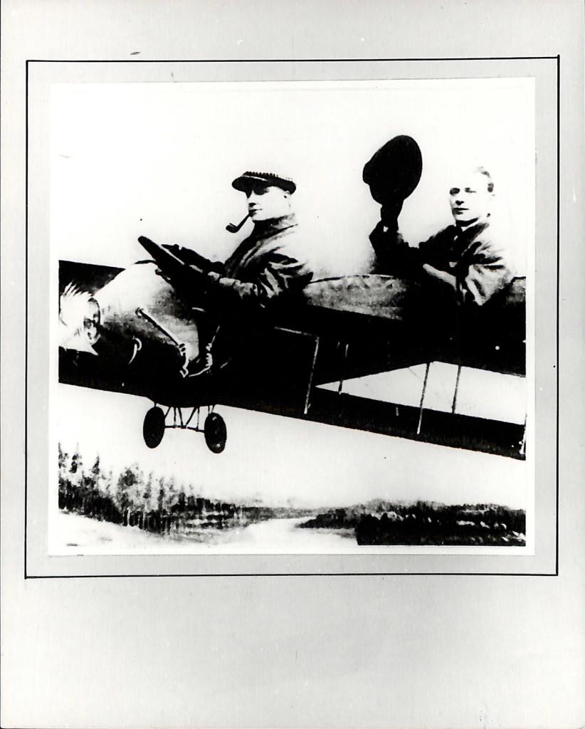Фотокопия. М.А. Булгаков и Л.В. Баратов в летящем самолёте (реквизит), 1928 г.